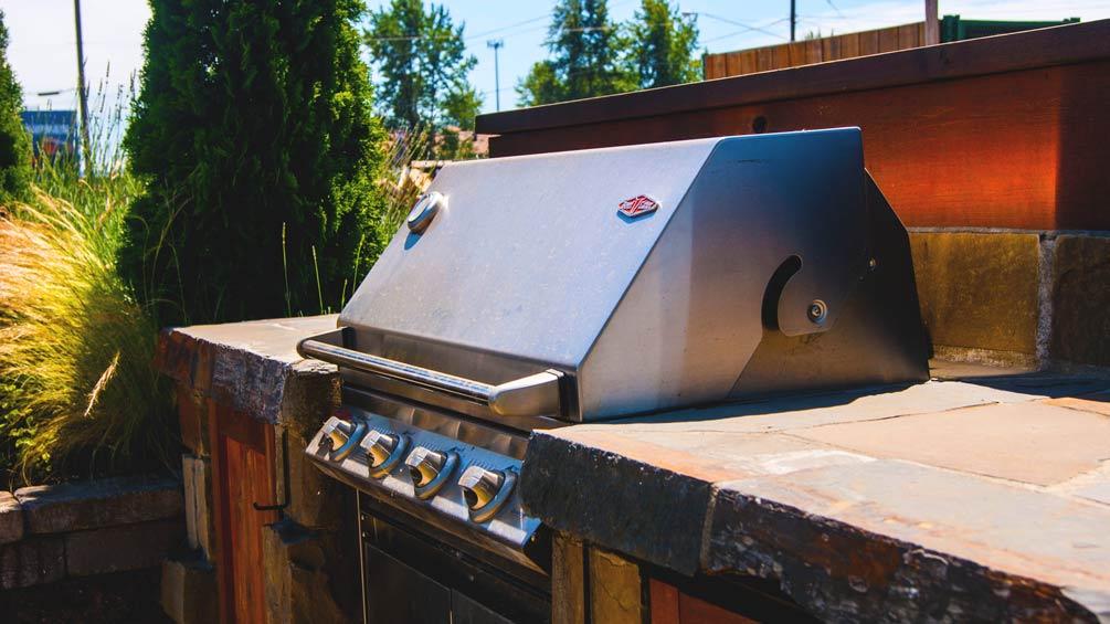 Courtyard-BBQ-Backyard-Oregon