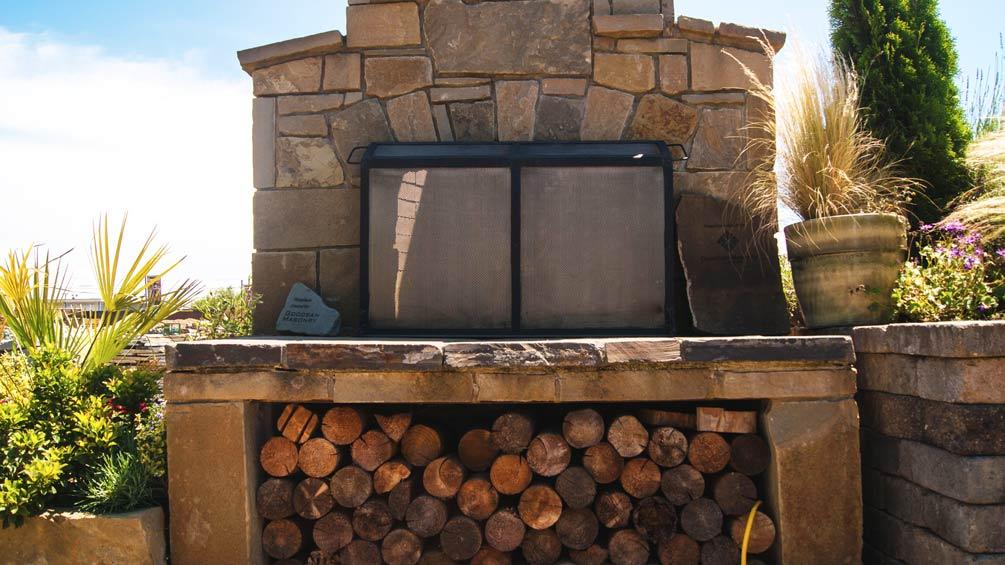 Hardscapes-Fireplace-Outdoor-Backyard